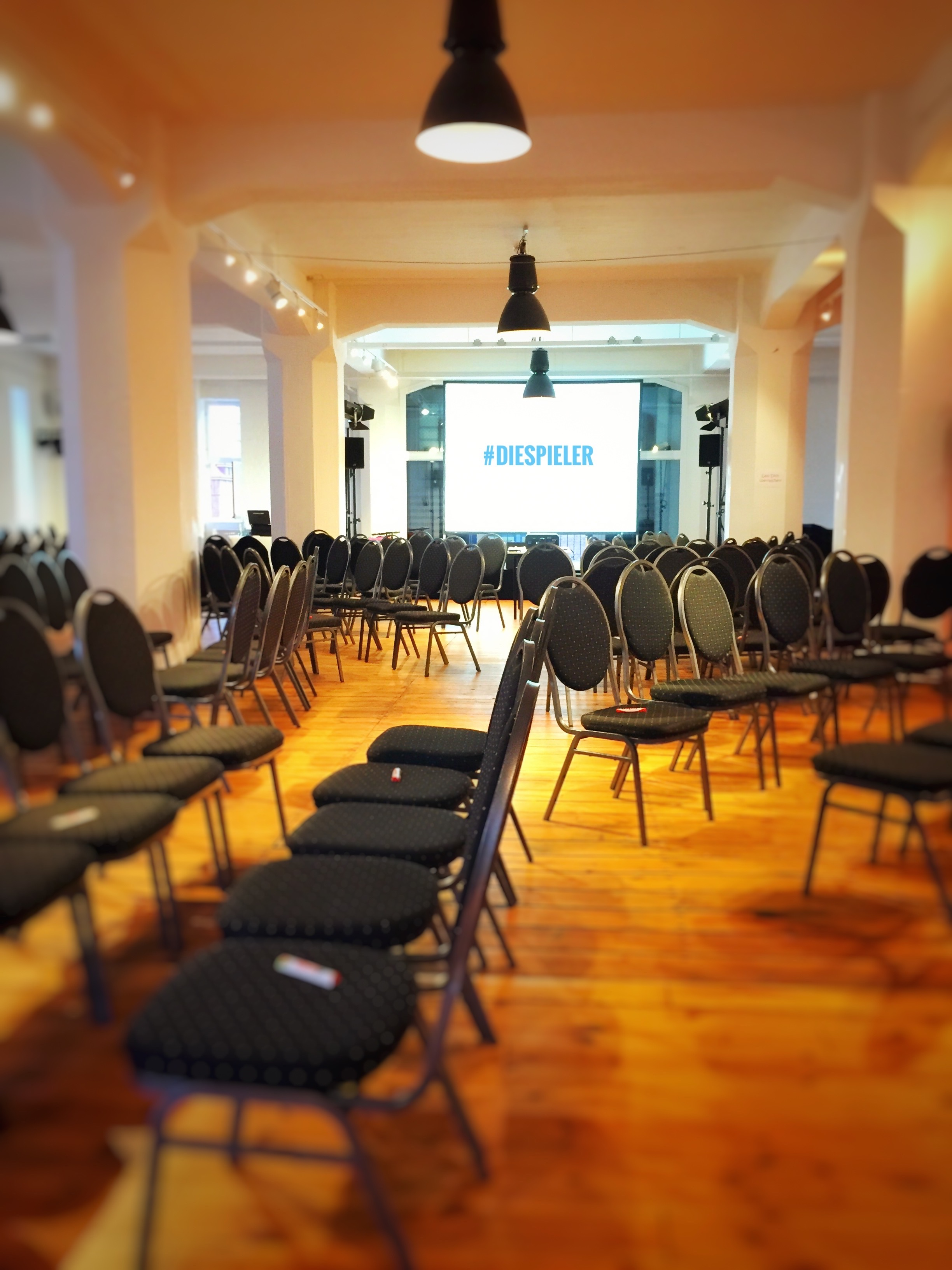 Die Spieler Improvisationstheater und Unternehmensthater Hamburg begleiten den Jahresauftakt der Haspa zum Thema Zusammenarbeit