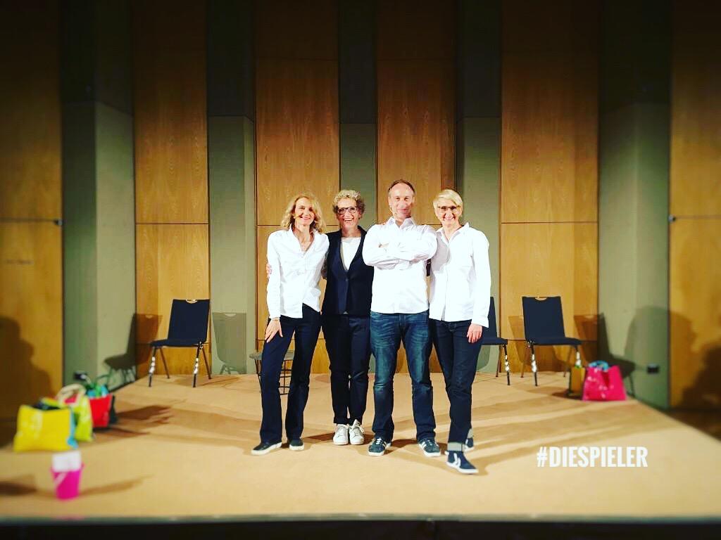 Julia Westlake und die Spieler zu Gast in Ulm mit ihrem spannenden neuen Vortrags Forman